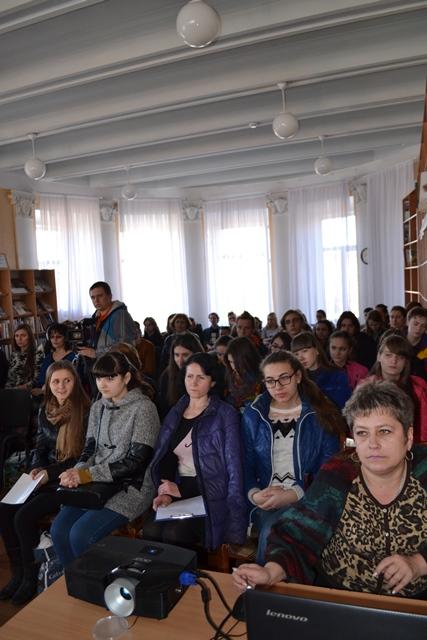 73 річницю визволення від окупантів студенти  Первомайська зустріли разом з ветеранами